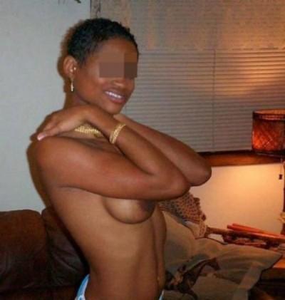 Croqueuse de mecs veut trouver un amant d'un soir pour une baise anale sur Saint-Fuscien